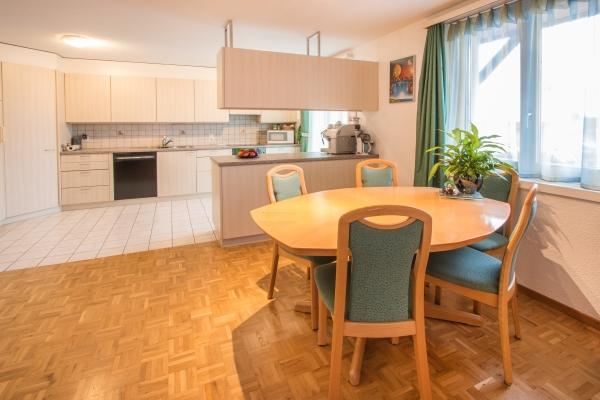 Verkauf: gemütliche Wohnung mit Balkon und Carport