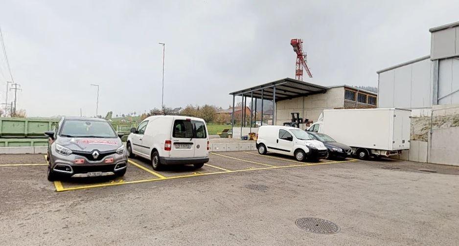 7 Aussenparkplätze