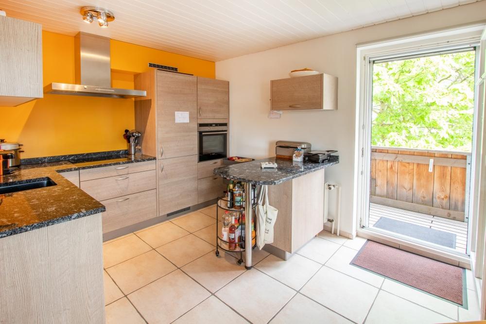 Küche / Ausgang auf den Balkon