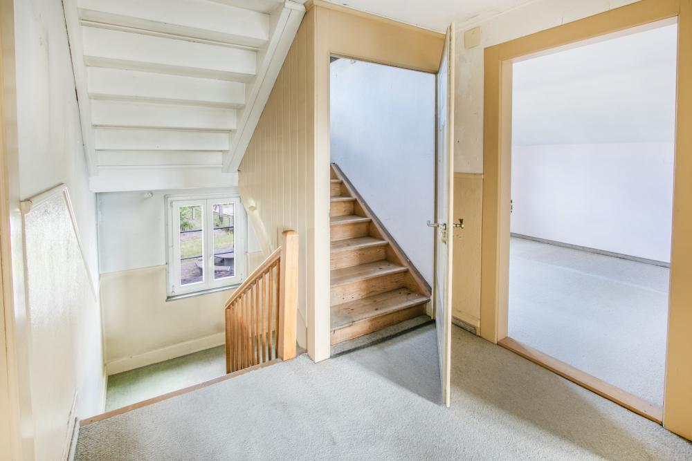 Treppe / Vorplatz