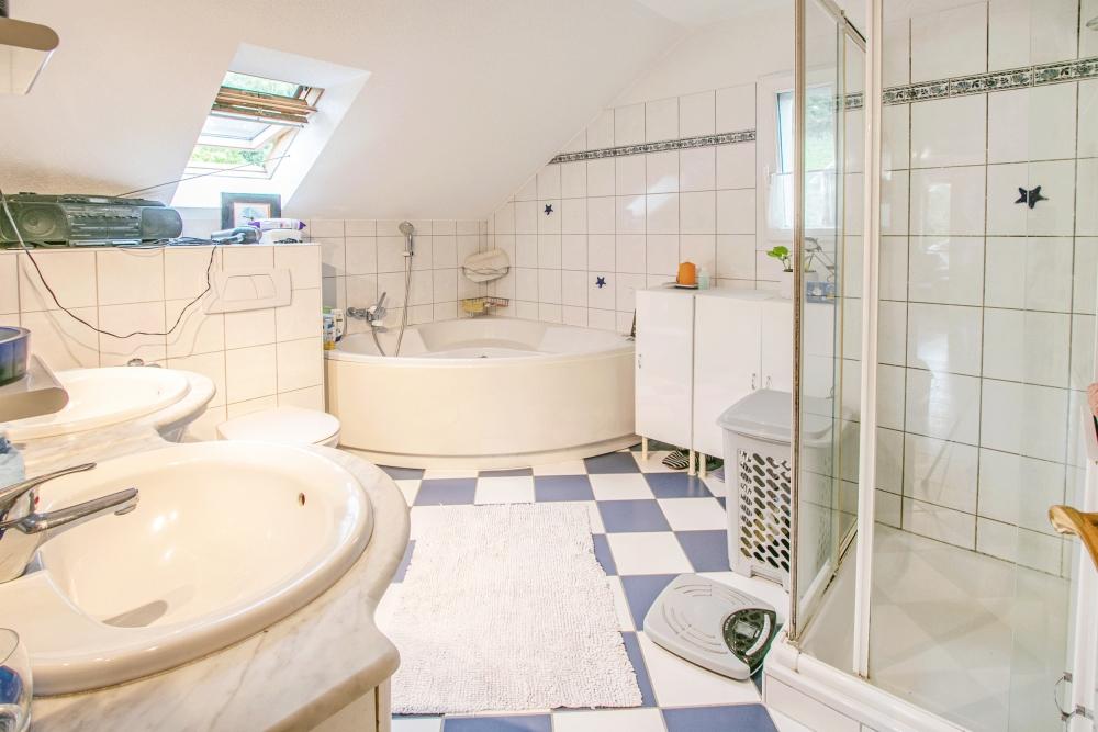 Bad, Dusche, WC im OG