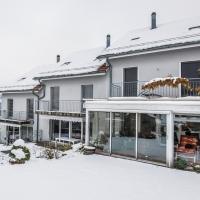 Hausansicht mit Wintergarten