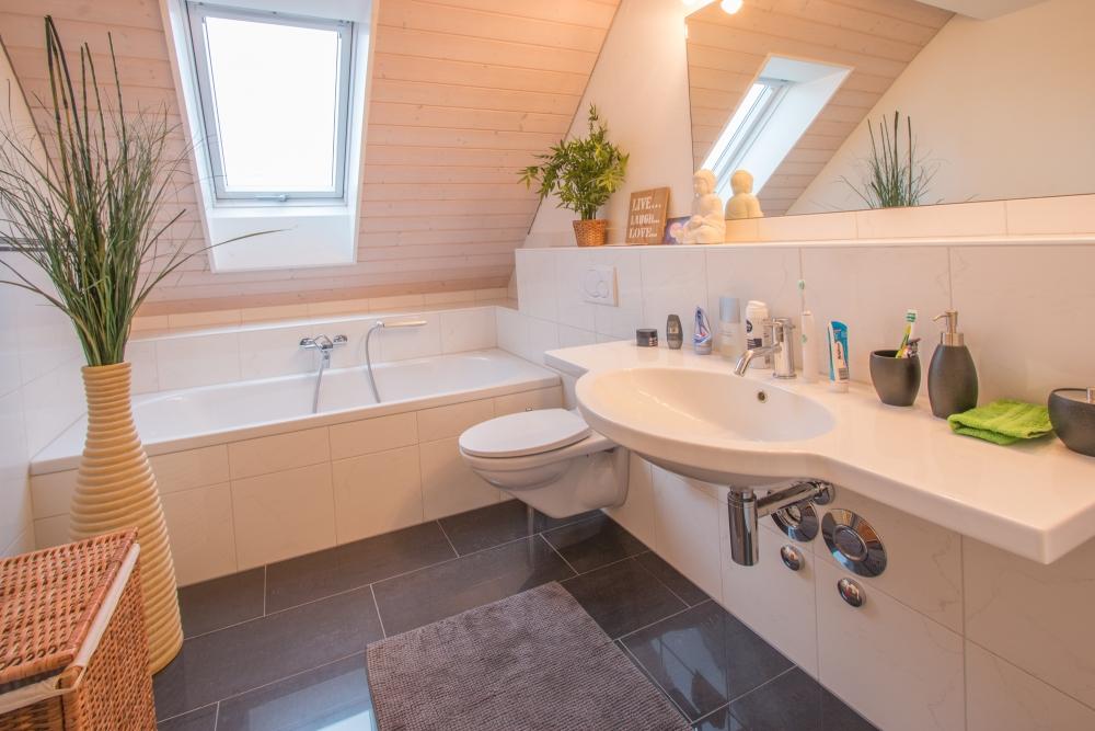 Badezimmer 1. DG